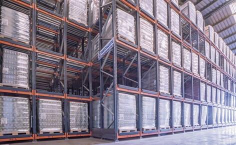 Racks dinámicos con 141 canales de almacenaje para gestionar más de 1.000 toneladas de arroz
