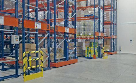 Duplicar la capacidad de almacenamiento y reducir los costos con estanterías sobre bases móviles