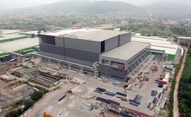 El depósito autoportante de Hayat Kimya en construcción. Para la estructura autoportante se utilizaron 10.000 toneladas de acero