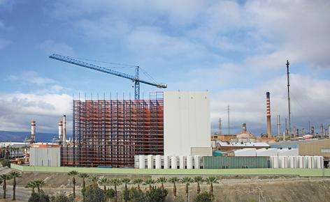 Mecalux construye para Cepsa un depósito automático de 37 m de altura con capacidad para más de 28.000 pallets