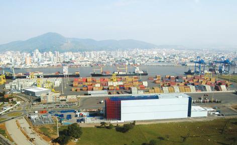 El depósito automático está integrado en la terminal portuaria de Navegantes, en Brasil