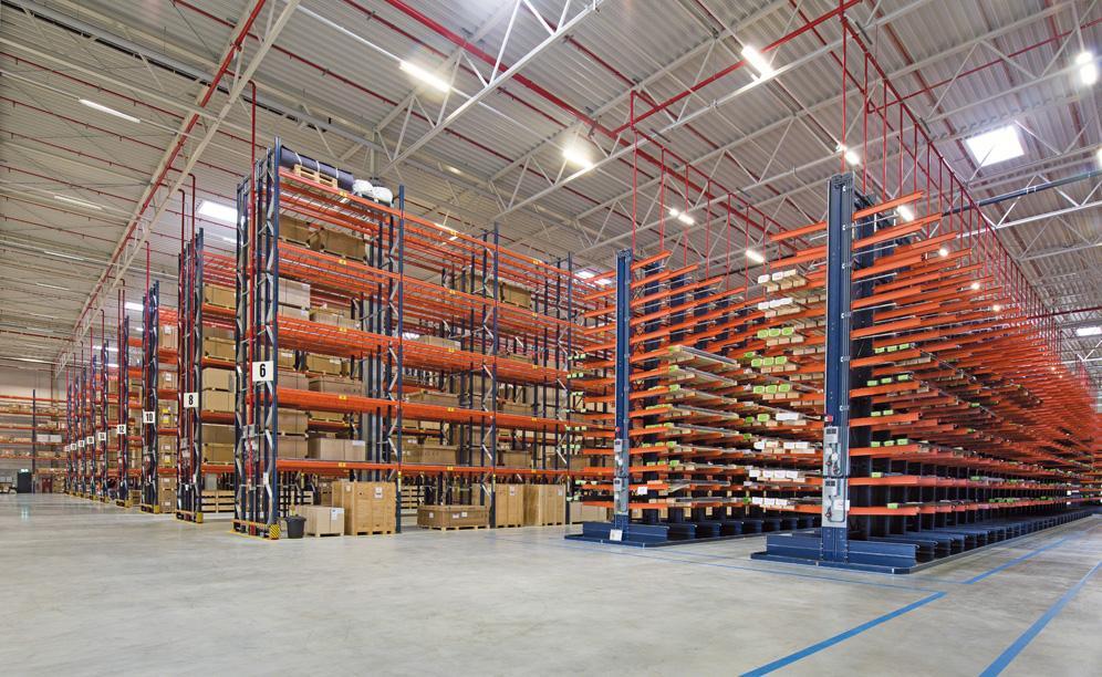 Mecalux ha suministrado racks selectivos y cantilever para los productos voluminosos y de peso elevado