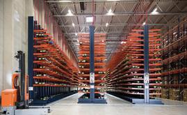 Los racks cantilever alcanzan los 8 m de altura y están diseñados para alojar las unidades de carga de gran longitud