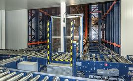 El depósito automático está constituido por tres pasillos de almacenaje
