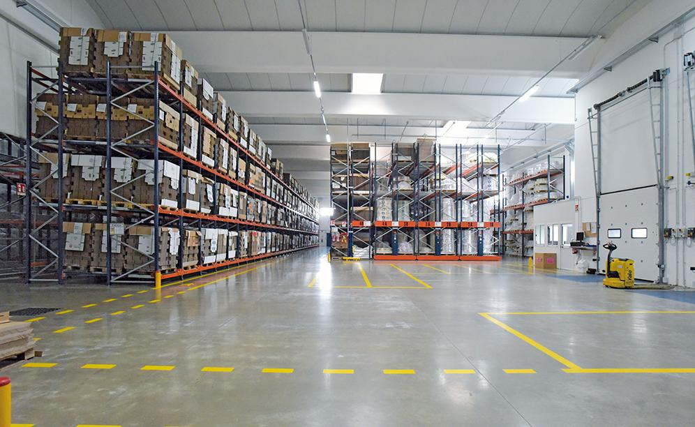 Mecalux ha suministrado cinco sistemas de almacenaje que conviven en 4.500 m²