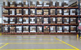 En el depósito de embalaje y envasados se han instalado racks push-back con 144 canales que almacenan hasta cuatro pallets en fondo