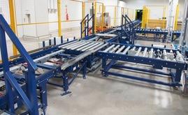 Las entradas de la mercadería paletizada procedente de producción se llevan a cabo a través del circuito principal de transportadores
