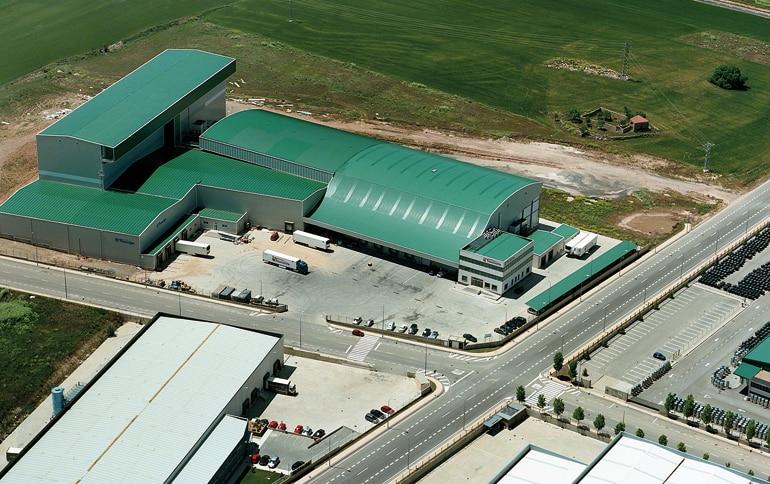 Almacén dedicado a la logística de productos alimentarios refrigerados y congelados