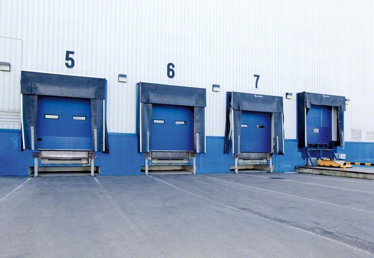 Distribución de los muelles de carga en un almacén.