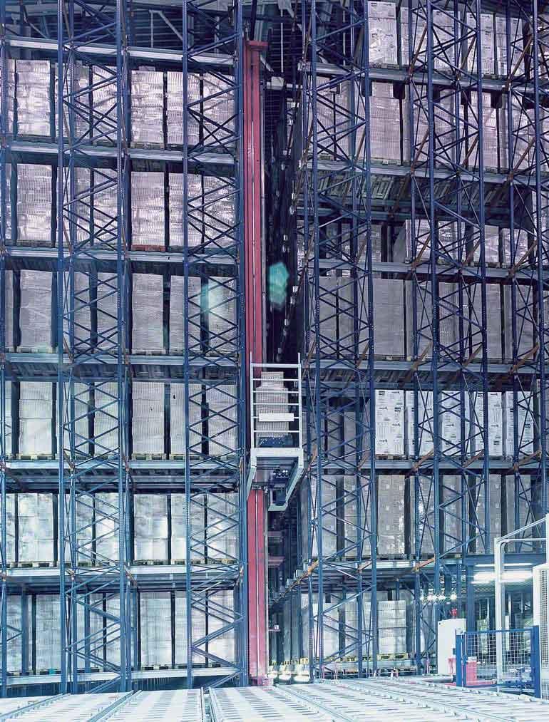 Depósito dedicado a la fabricación de vajillas y artículos de un solo uso.