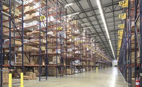 SanMar precisaba un depósito que le permitiera aumentar la capacidad de almacenaje y agilizar el proceso de preparación de los pedidos