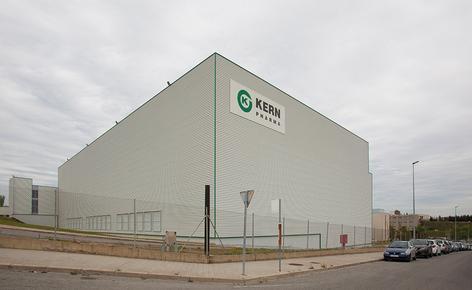 Mecalux construyó un nuevo depósito autoportante de 2.000 m² que mide 26 m de altura y 84 m de longitud