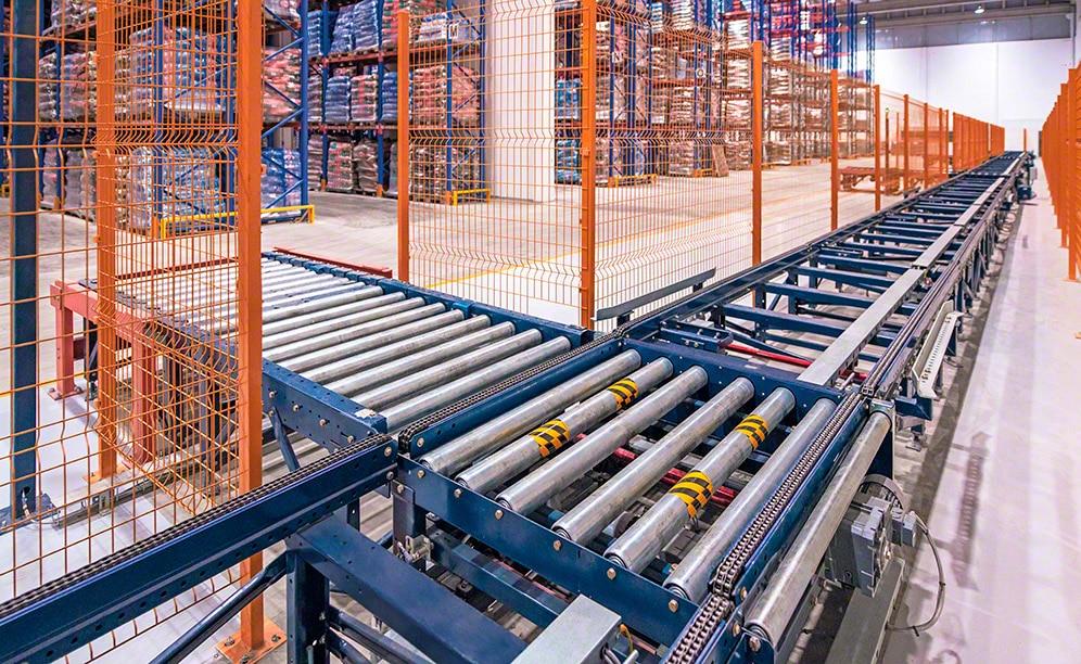 Mayor rendimiento y manipulación automatizada de la mercadería con los transportadores para pallets