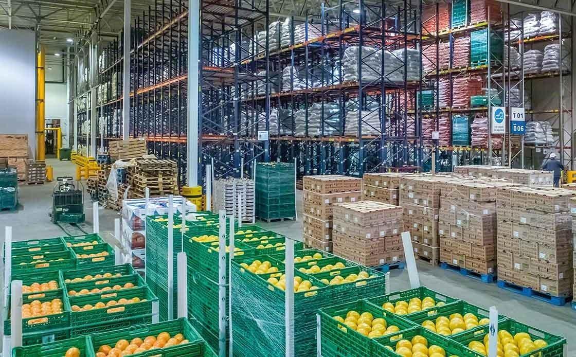 Depósito de fruta fresca, para cuya correcta conservación es preciso evitar romper la cadena de frío.