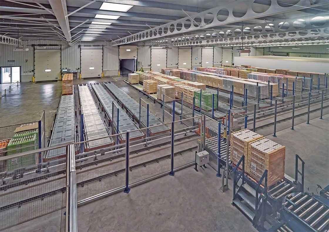 El depósito de Dafsa en España ha instalado un circuito de transportadores que asisten en la recepción de mercadería