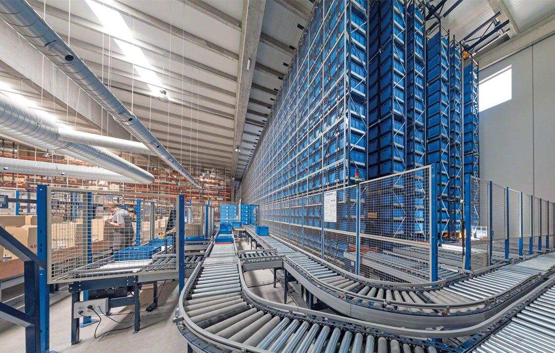 En el depósito de Cofán, el miniload guarda los productos de poco tamaño y de rotación B y C