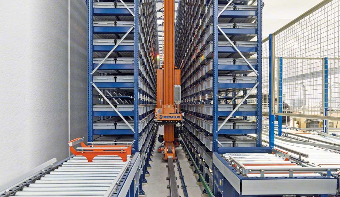 Las estanterías automatizadas para cajas instaladas en el almacén de Paolo Astori se sirven de un transelevador miniload